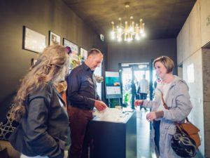 Design Drinks - Frank Neuhaus und Besucher